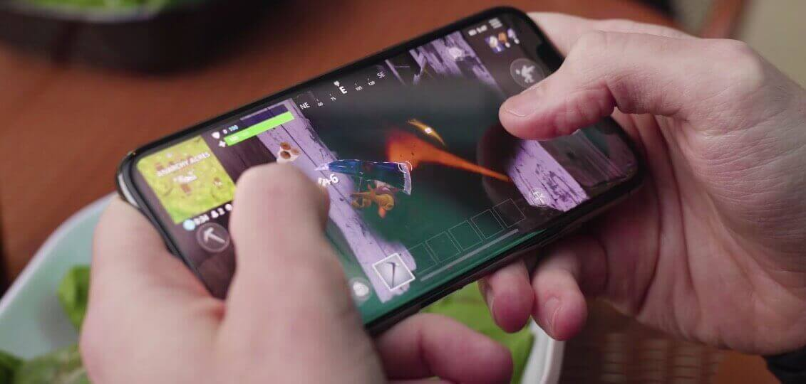 Playing Fortnite BR on a mobile device