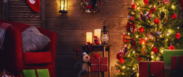 Christmas Rooms Differences - Compare two beautiful Christmas-themed pictures and find all 7 differences within a minute in this spot-the-difference game!