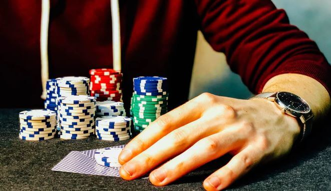 Keeping cards closed to chest in a Poker game